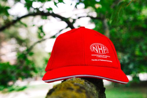 šiltovka NHF